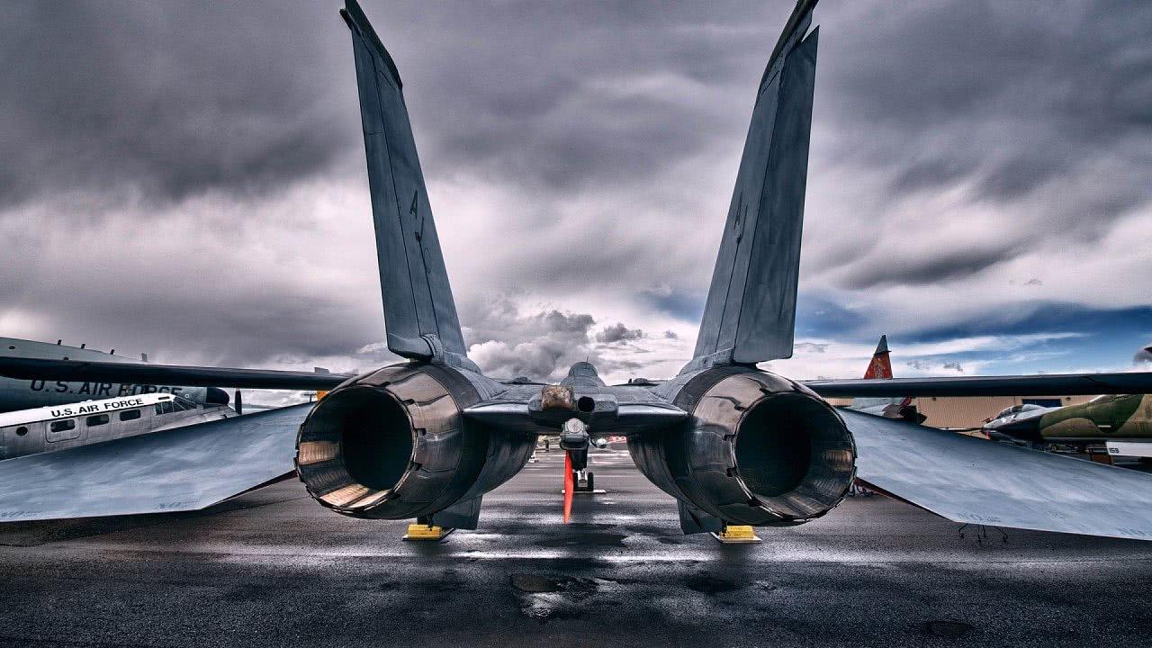 向81192致敬!美军曾驾机擅入中国空域,撞毁王伟战机成英雄