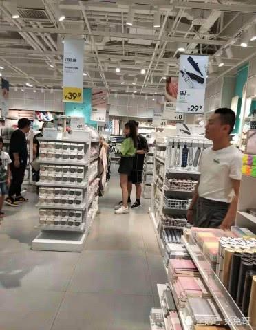 杜海涛沈梦辰又公费恋爱了,同框逛超市就像结婚多年的老夫老妻