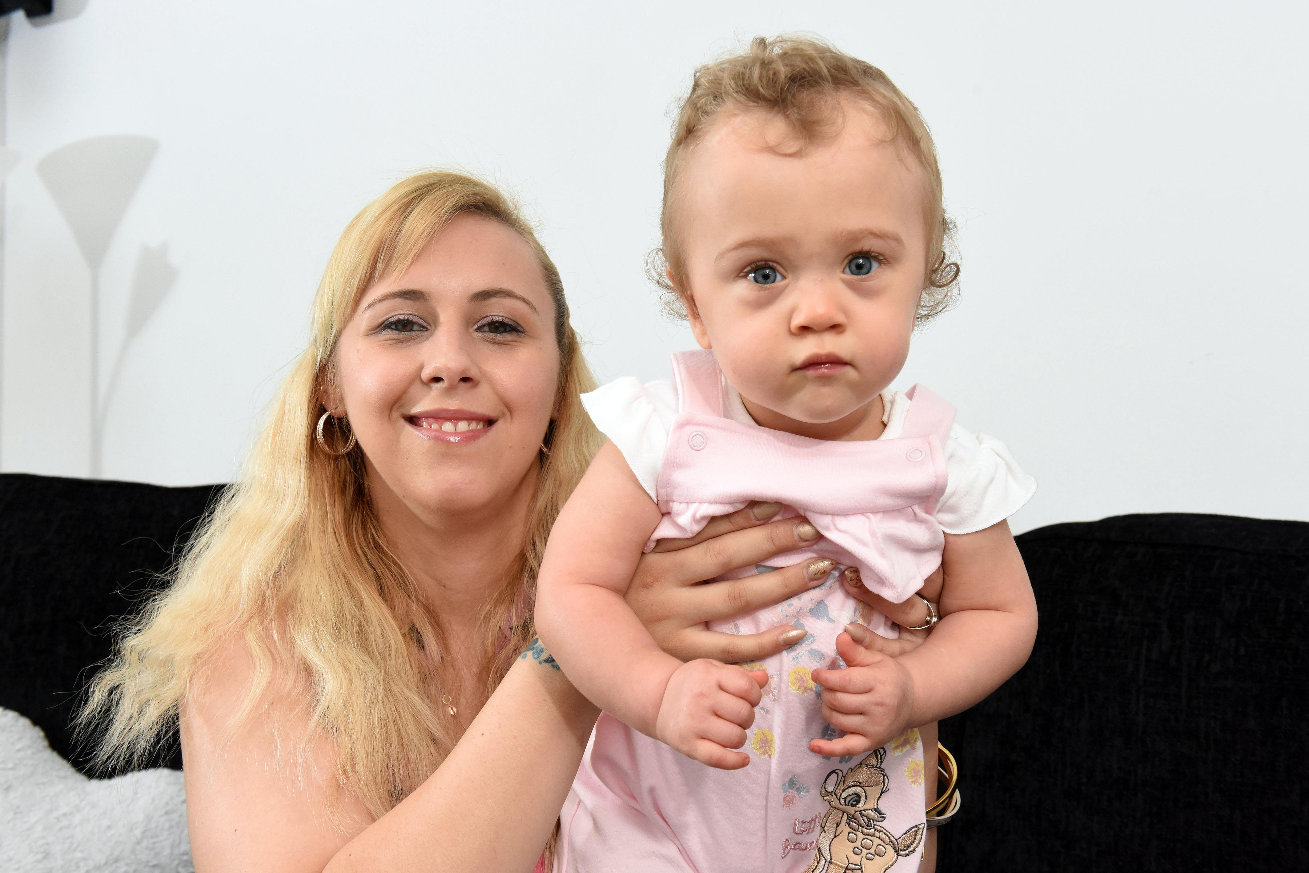 怀孕24周女子在马桶上早产生下女儿,如今孩子已15个月很健康