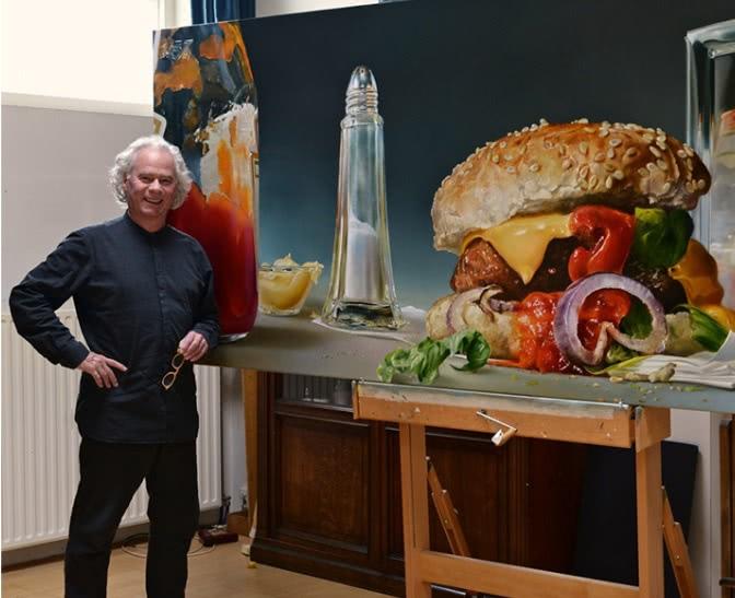 <b>画一个汉堡卖700万,荷包蛋能看不能吃,他的作品比冷军还厉害</b>