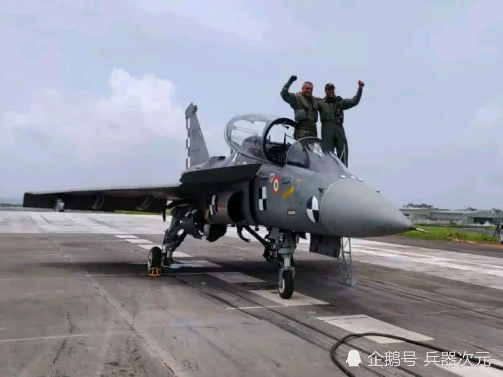 <b>印度光辉战机拦阻降落成功,未来可登上航母,终于比歼10强了!</b>