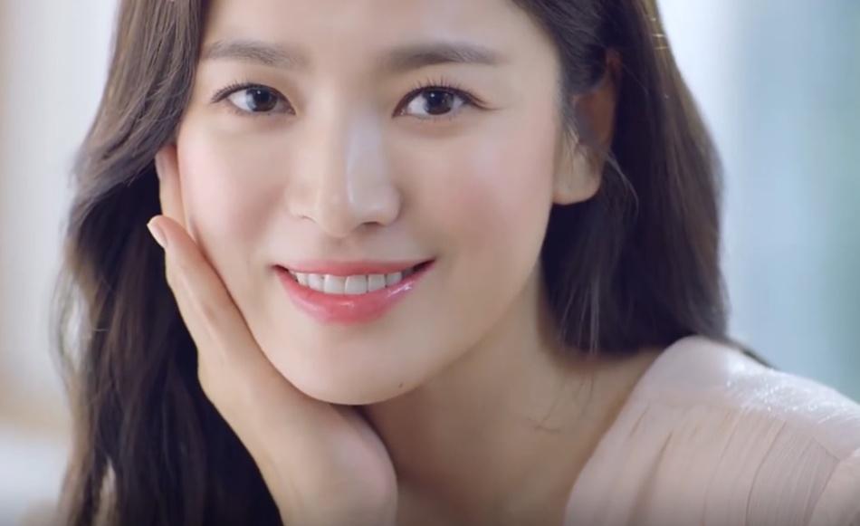 37岁宋慧乔淡妆出镜,肌肤水嫩,和宋仲基离婚后是不是变美了?