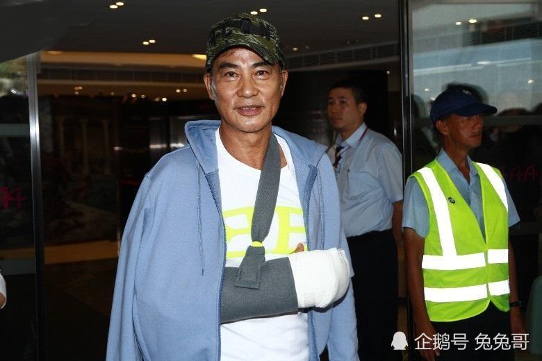 任达华被捅伤治疗后出院,小细节说明他身体恢复情况