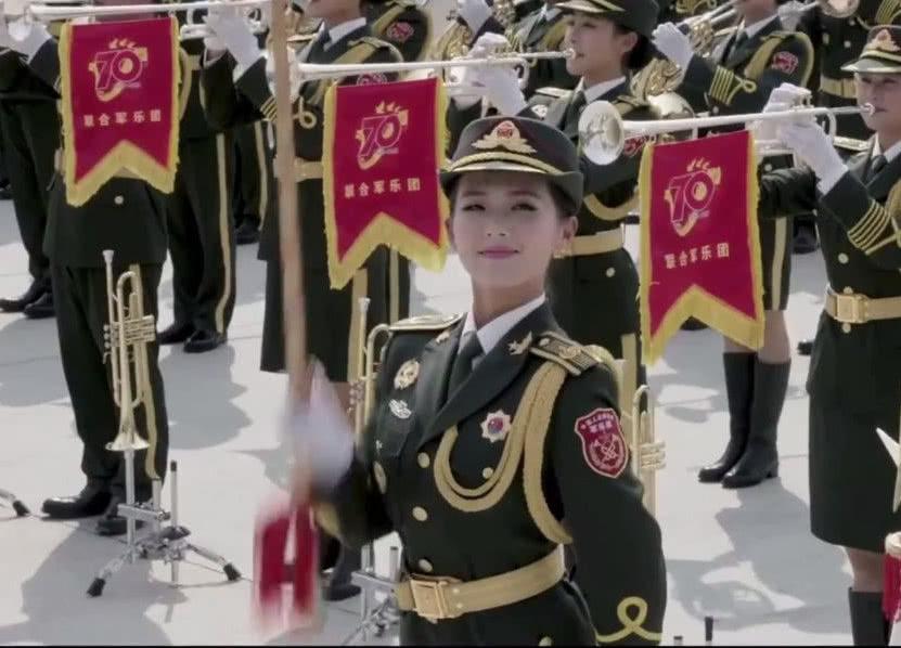 国庆最美女兵高远回母校慰问照片流出!褪下军装后气质依然绝佳!