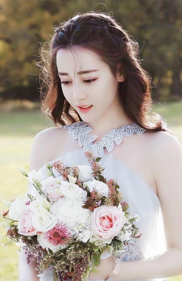 本以为胖迪婚纱照够惊艳了,当看到娜扎的,网友:下辈子都要娶你