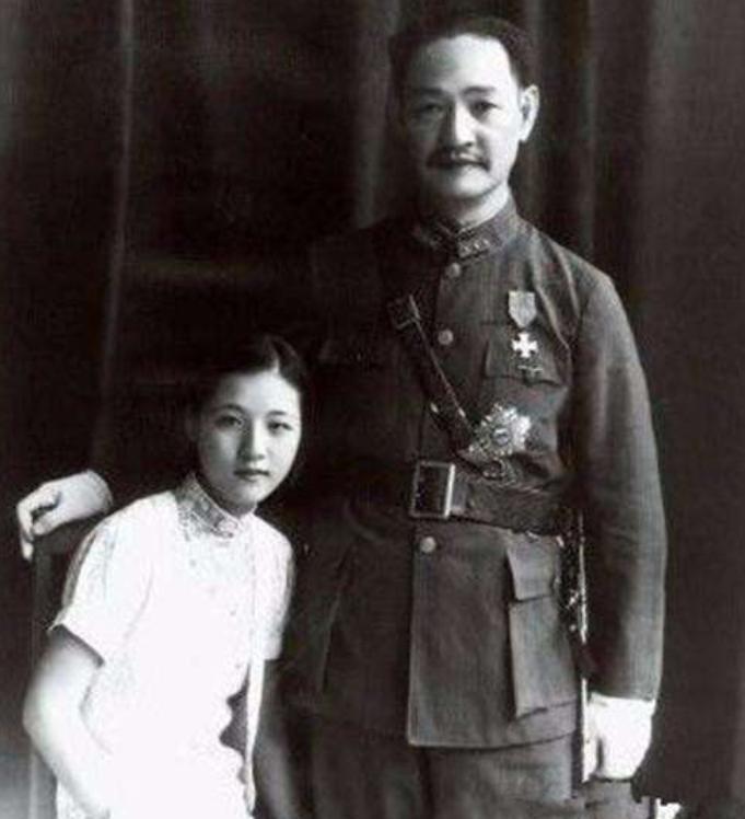 她17岁嫁给54岁的省长,一生怀孕16次,死后合葬在了八宝山
