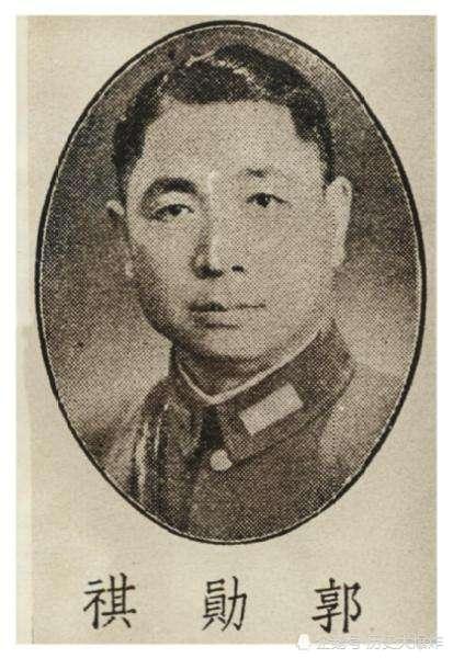 他是川军虎将,曾和我方七个元帅打成平手,后被我军俘虏后起义