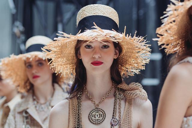 <b>热衷用品牌LOGO创造珠宝配件:这些精妙配饰你值得拥有</b>