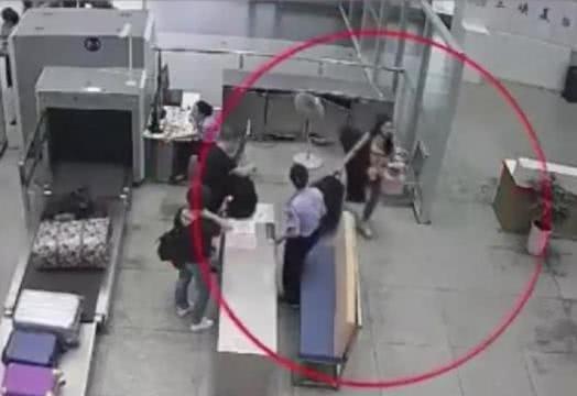 """女艺人在火车站""""撒泼"""",拒绝配合警方调查,被警方拘留5日!"""
