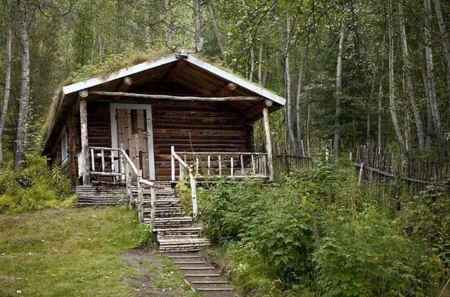 在俄罗斯旅游,导游为何禁止前往靠近小木屋,里面到底有什么呢?