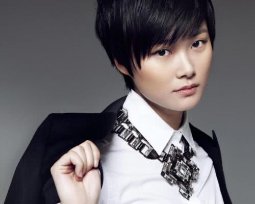 刘雯粉丝给李宇春脸上P林正英僵尸符咒还造谣性取向,引发饭圈大战!
