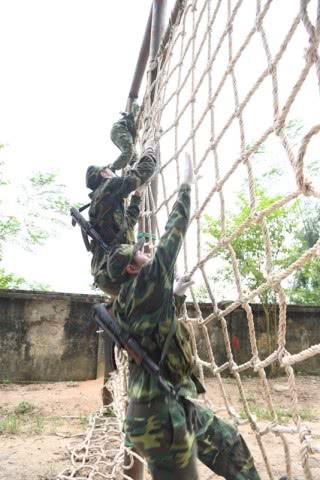 俄罗斯广发英雄帖,越南人民军派队参加,女兵苦练想获好成绩