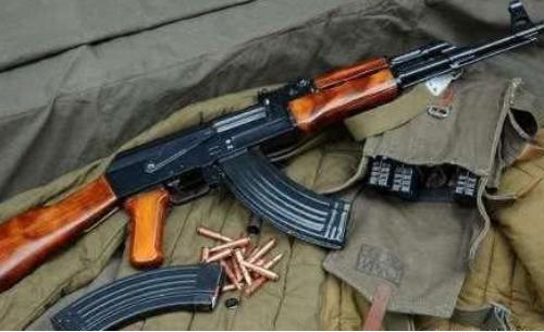 枪太多任性?全球最大枪支市场,一把AK47几十块,次品直接扔河里