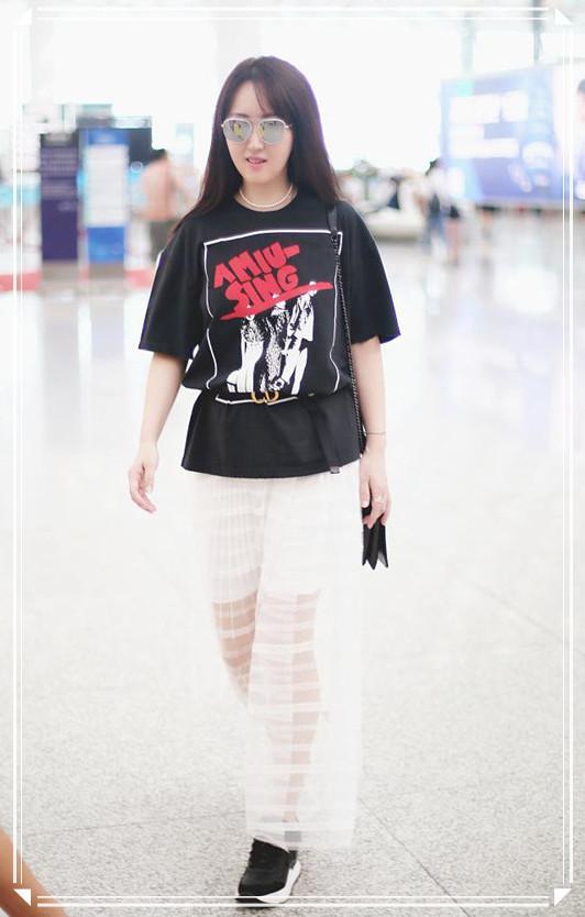 杨钰莹真是仙一般的女子!纱裙配黑T自带高级感,从48美回28