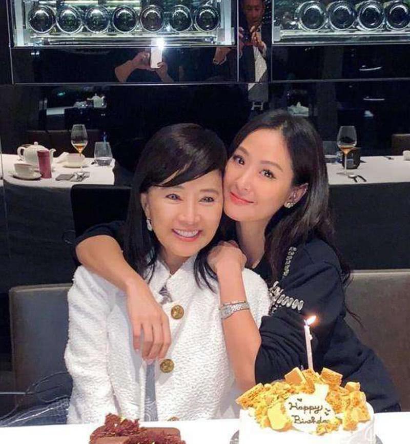 日本富豪为娶中国姑娘苦等30年,55岁抱得美人归,婚礼花千万