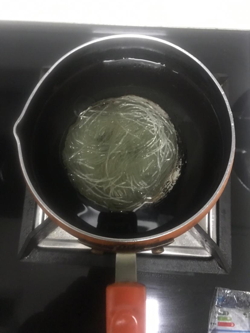 买不着螺狮粉,做一碗酸辣粉,不出门就可以吃到美食