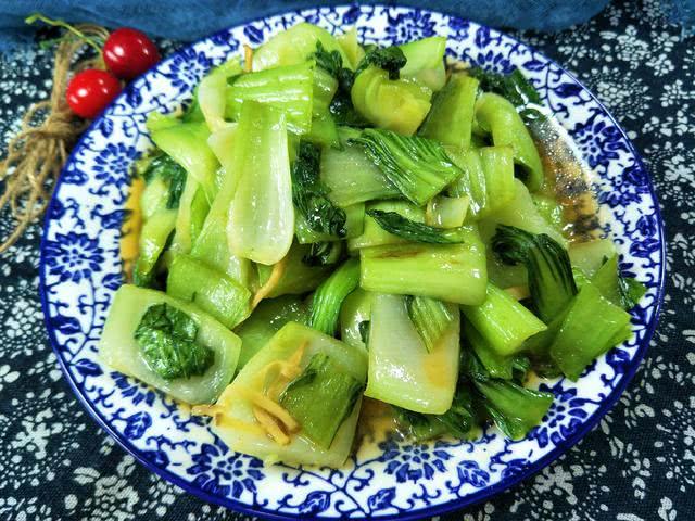 <b>素炒油菜,不要直接去焯水,这样做口感清脆,油菜嫩绿</b>