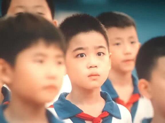 """4岁被星探发掘,10岁被徐峥请来演献礼片,因""""一滴泪""""走红"""