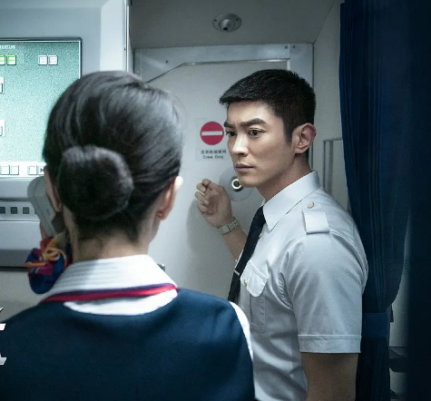 《中国机长》预测票房5连涨,8天19亿,杜江成第5位百亿影人