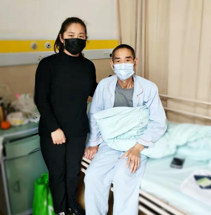 """两个90后女儿争相为父亲捐肝:""""我们的生命都是您给的"""""""