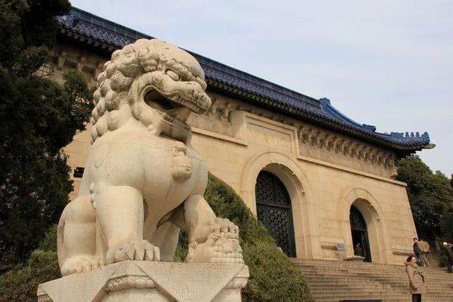 中山陵园内有对青石狮,可一只狮子的腿断了,为何至今无法修复