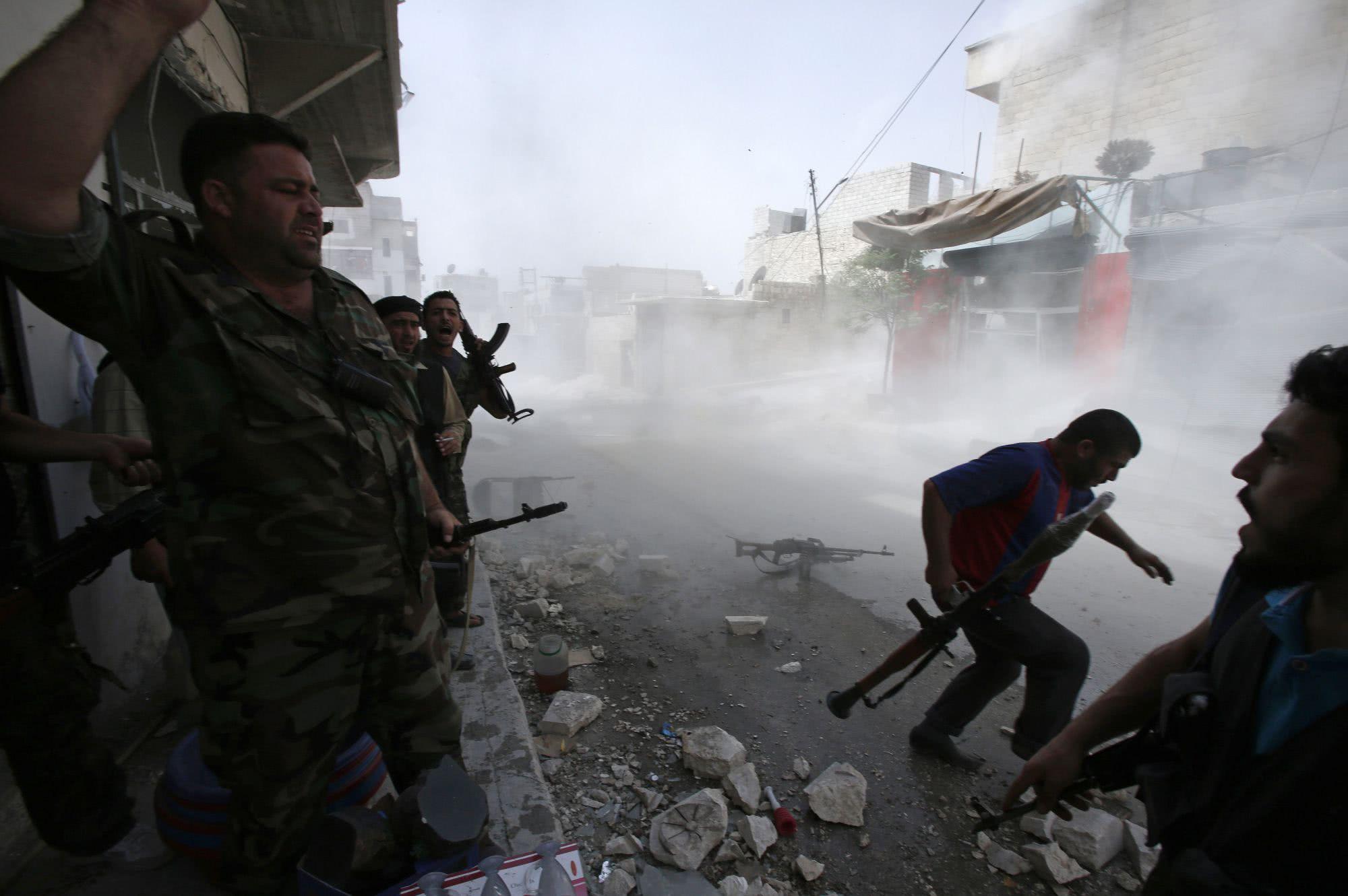 叛军15次炮袭,击中俄军基地,大批俄战机追杀,数十城镇成废墟