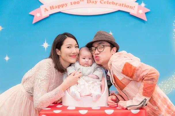 王祖蓝夫妻给女儿庆祝生日:双层蛋糕很豪气,连英文名都拼错啦