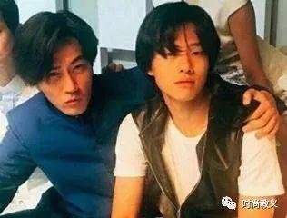 魏大勋跟杨幂前夫的合影,刘恺威穿中山装帅气青涩,都是男神胚子