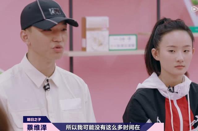 <b>张钰琪搭档蔡维泽成傻白甜,赵磊让冯希瑶安心,串烧舞台惊艳全场</b>