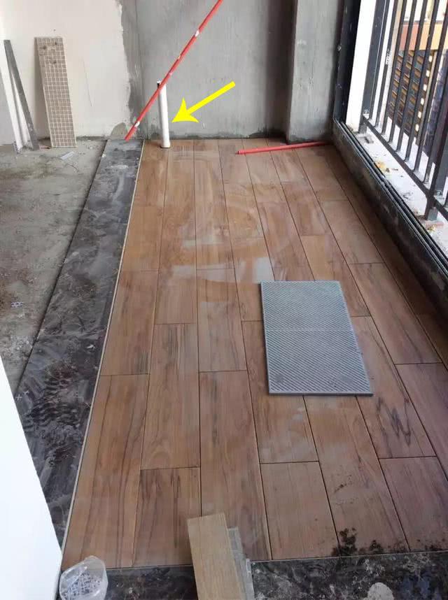 阳台铺木地板地漏是封是留?很多人没考虑全,后面没地漏都急着补