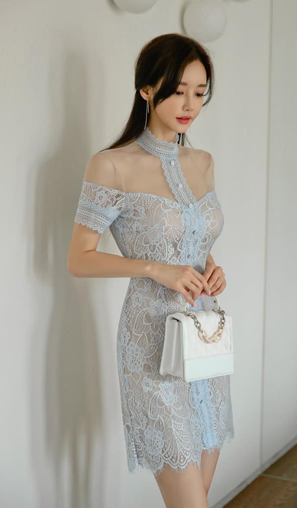 <b>美人美图 孙允珠:波斯冰蓝朦胧透丽仙羽贴身裙</b>