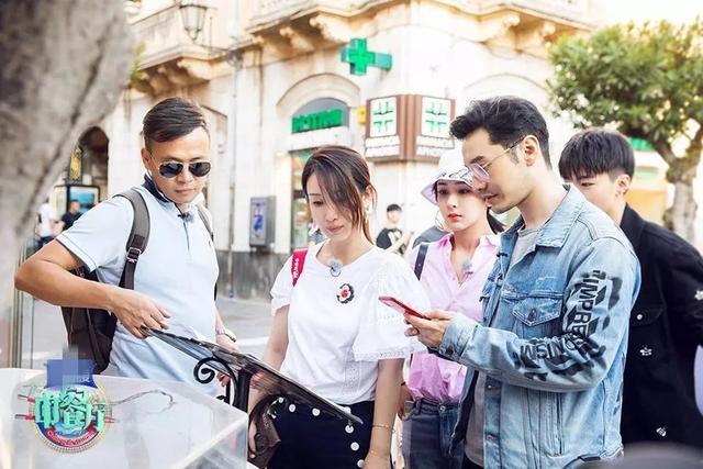 《中餐厅》节目组回应争议,疑甩锅给黄晓明:以物换物是他的主意