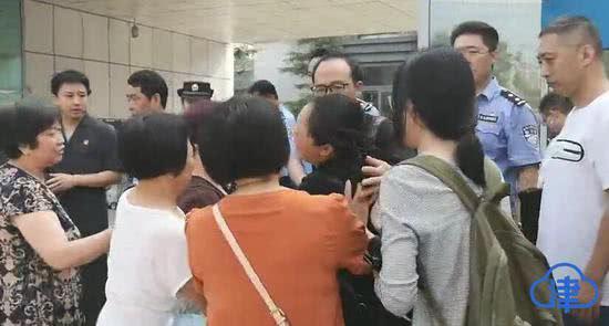 中科院研究生被害案今日庭审开庭前半小时被取消