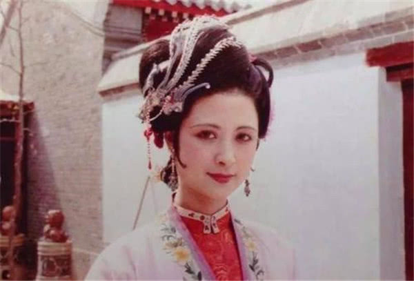 红楼梦王熙凤才堪大用,尤二姐美若天仙,为何贾琏对秋桐情有独钟