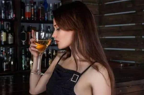 一个黑夜,一个人,一首曲,一杯酒