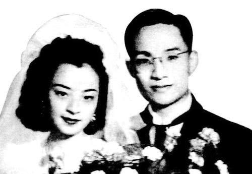 夫妻同甘共苦23年,却不料丈夫移情别恋,离婚后她晚年孤独终老