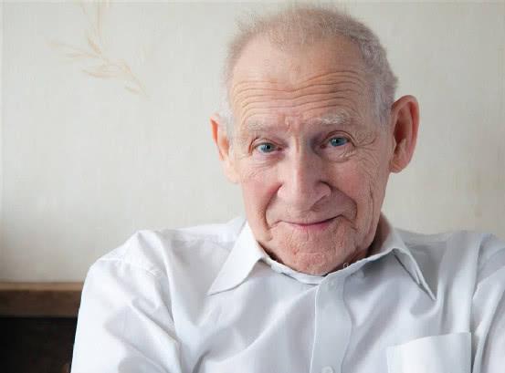 人类最多能活到几岁?科学家给出3个公式,算出人类寿命的极限值