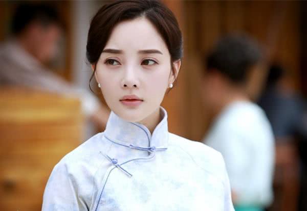 曾经只能给李小璐当配角,却成了赵丽颖的嫂子,一下子嫁入豪门