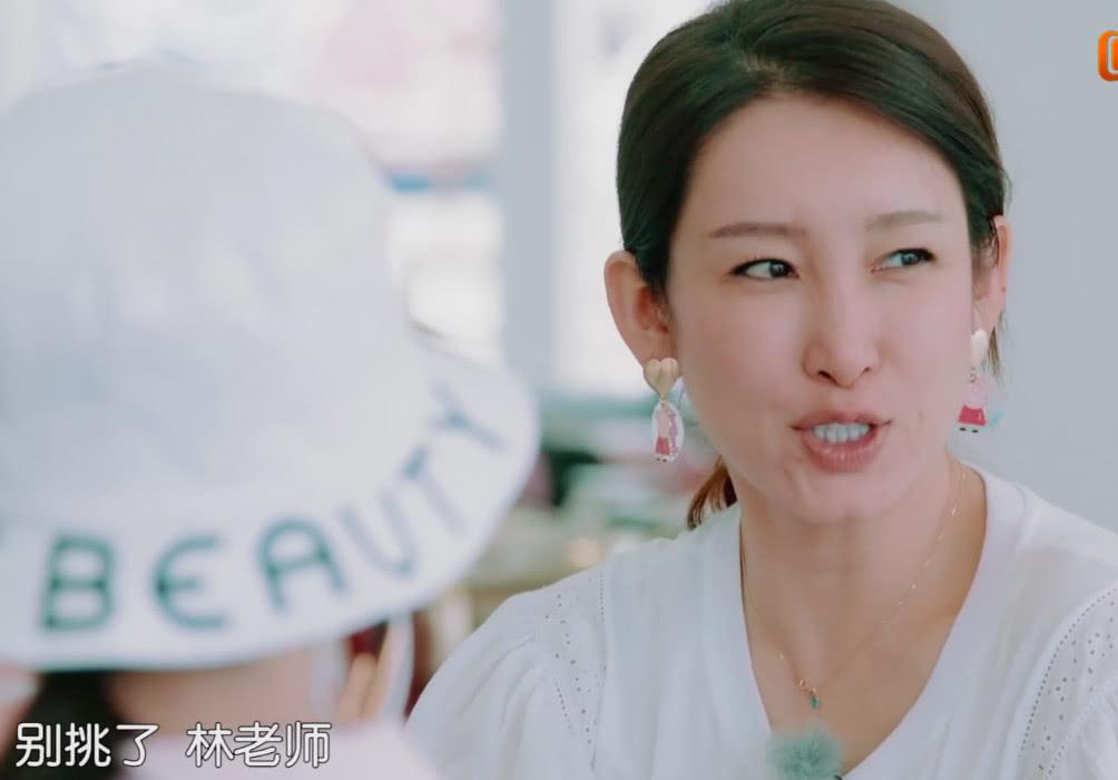 《中餐厅3》首播,秦海璐和素人厨师争执不断引热议,黄晓明为难