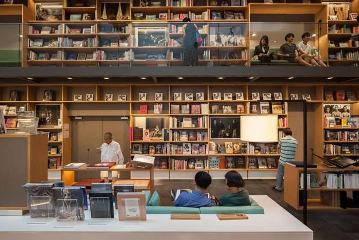 """实体书店终究还是要把""""顾客""""变成""""读者"""""""