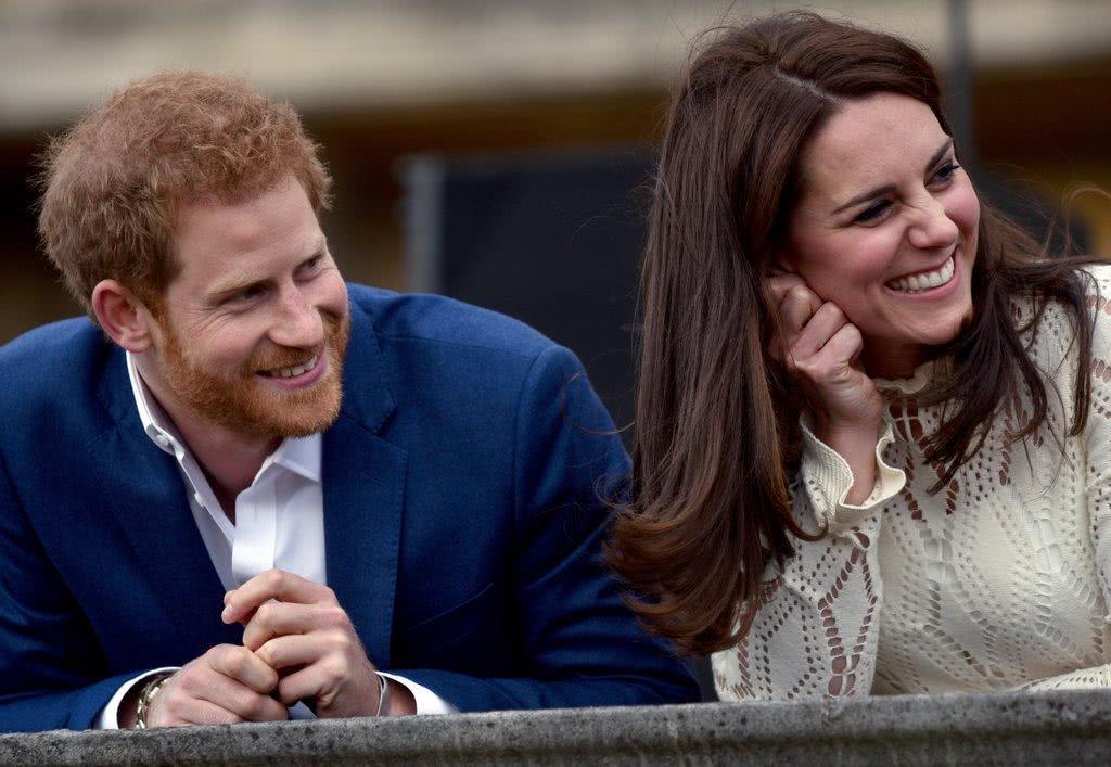王室粉觉得哈里画风变了,幽默率真有慈悲心的他变得苛刻言行不一