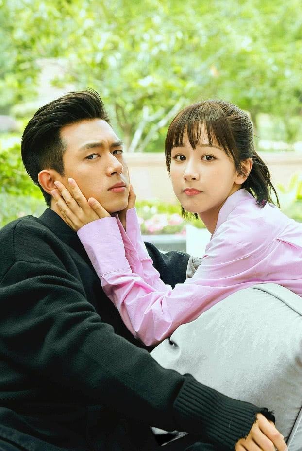 """杨紫为了宣传电视剧,穿上""""韩商言""""的衬衫秀恩爱,也太甜了吧!"""