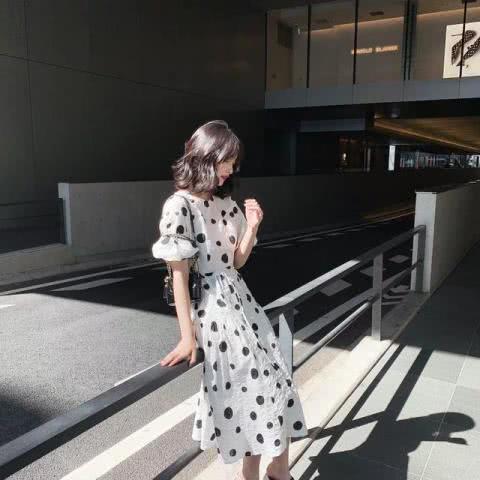 一袭波点连衣裙,让你成为优雅女人