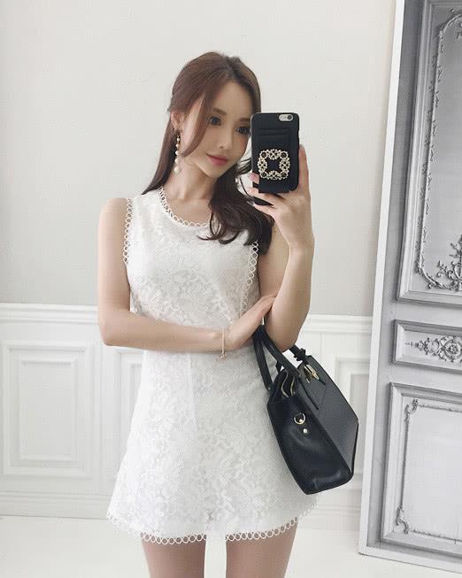美人美图 孙允珠:黑白真丝网边洛丽塔雕花衣裙