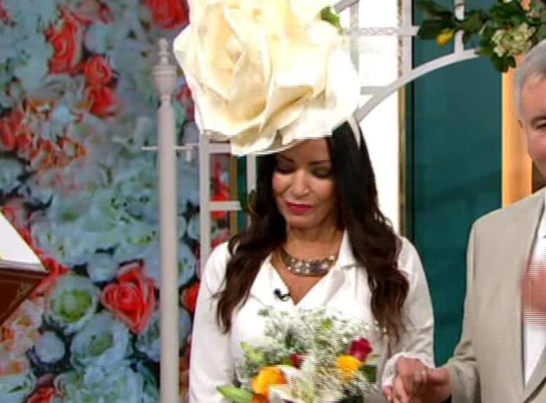 <b>女子举行仪式正式和狗结婚,还当场亲吻,她说已彻底放弃男人</b>