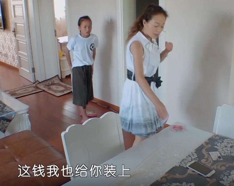 《变形计》农村女孩遇到小偷,当得知她丢钱金额时,眼泪当场滑落