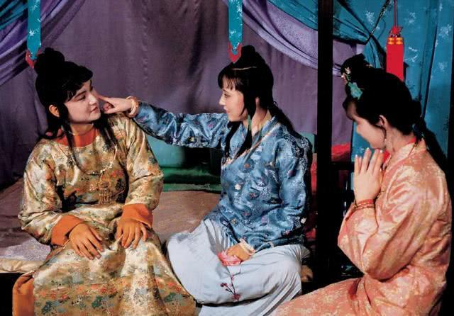 《红楼梦》里这对母子最悲剧:儿子喜欢的,母亲都仇恨
