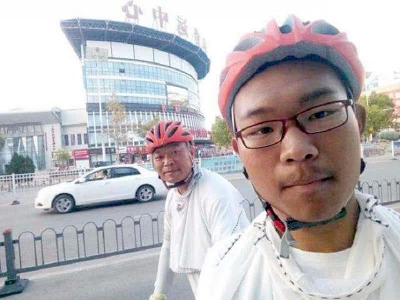 17岁安徽学霸高考685分,骑行866公里清华报到,父子同行