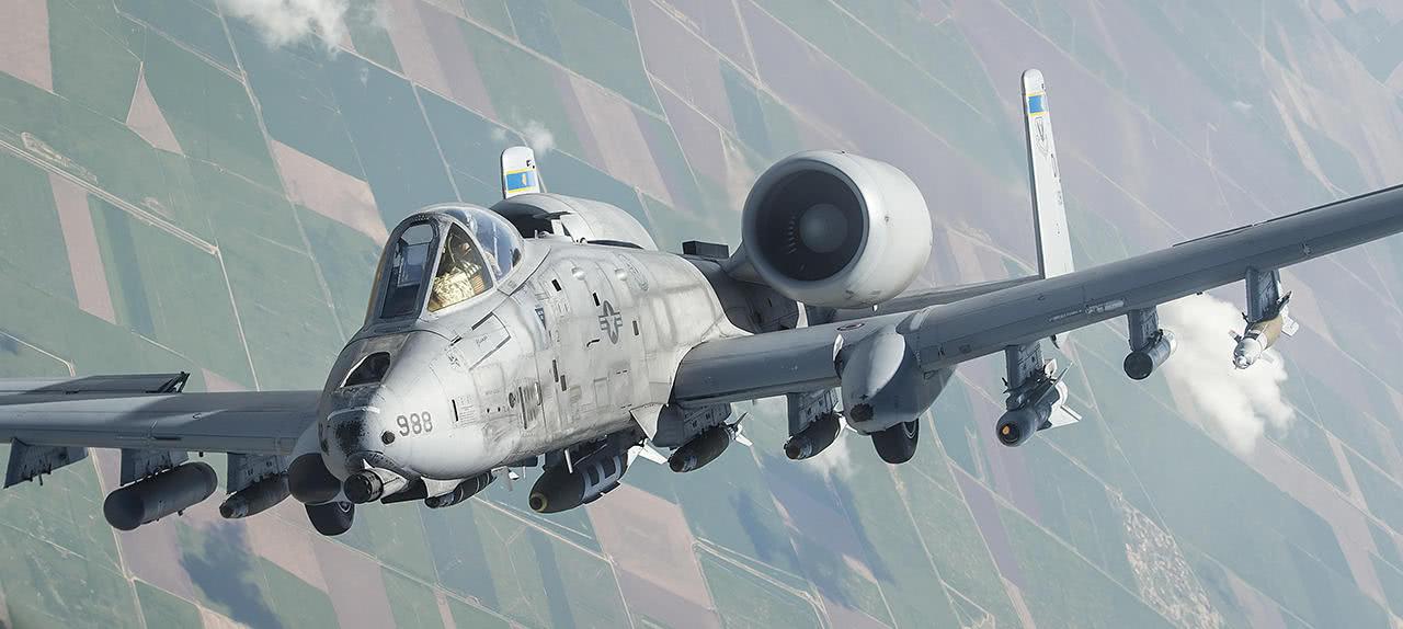 """强大的美国航空业——""""坦克杀手""""A-10攻击机"""