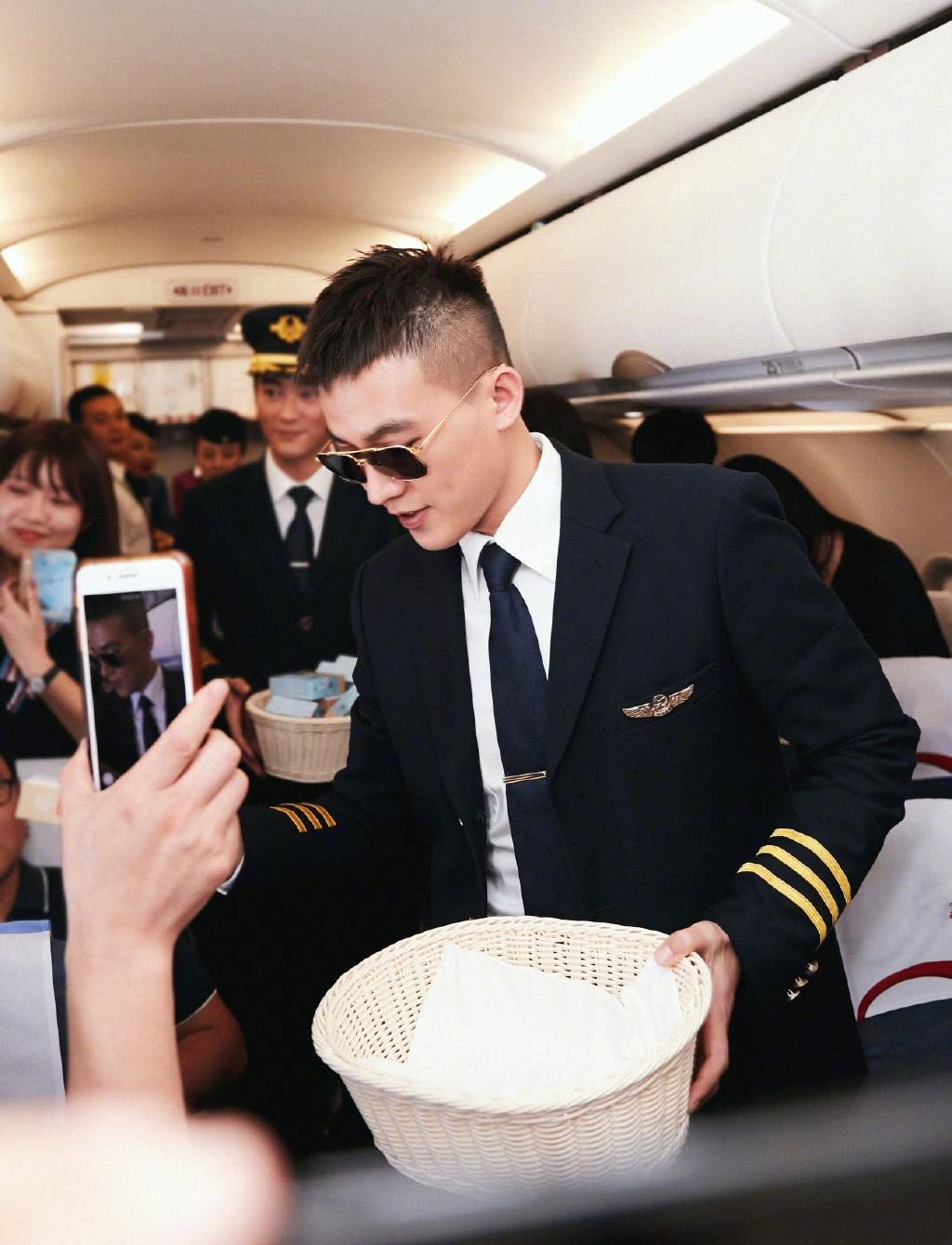 欧豪《中国机长》演技被赞,出场引起大家爆笑,怕是走错片场了